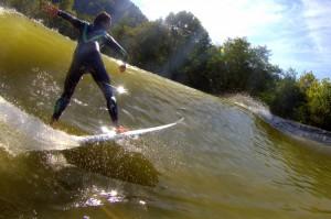 wavegarden surfer