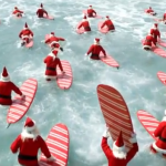 Surfing Santas in der Welle