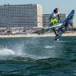 LEON JAMAER und TONKY FRANS surfen mit Chiemsee