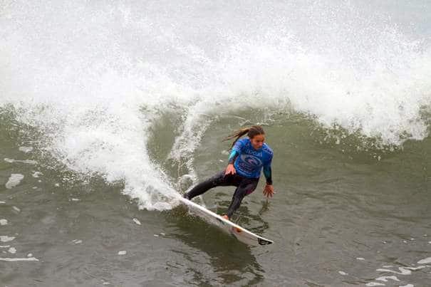 Sally Fitzgibbons holt am Bells Beach ihren ersten Surf Elite-Titel