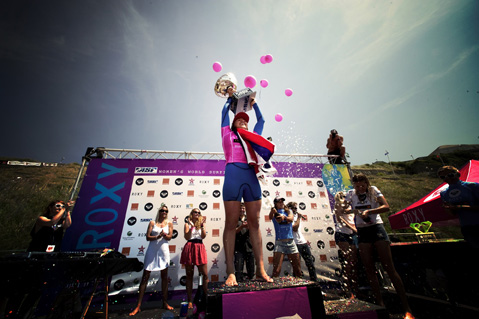 ASP_World_Champion_Carissa_Moore_Podium (Pic by ROXY)