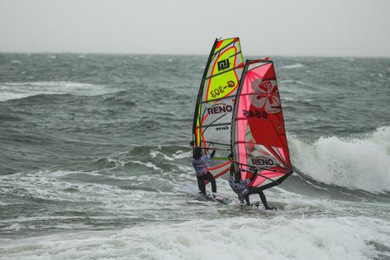 Steffi Wahl und Heike Reimann beim Windsurf World Cup Sylt.jpg