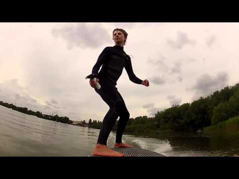 Video thumbnail for youtube video Lampuga – Das Surfboard mit Elektroantrieb – SUPERFLAVOR SURF MAGAZINE