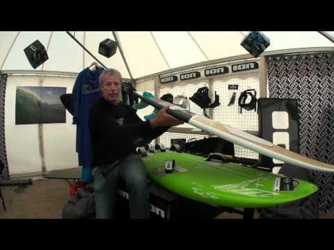 Video thumbnail for youtube video Uwe Schröder erklärt Kiteboardshapes im Kitelife Village beim Beetle Kitesurf World Cup – SUPERFLAVOR SURF MAGAZINE