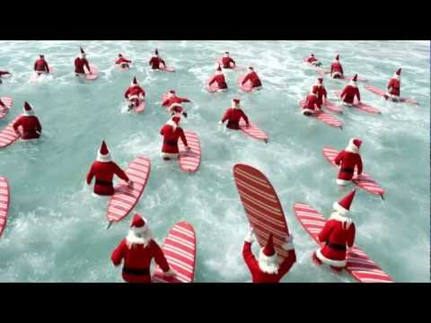Video thumbnail for youtube video Surfing Santas in der Welle – SUPERFLAVOR SURF MAGAZINE