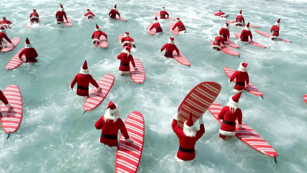 Video thumbnail for vimeo video Surfing Santas in der Welle – SUPERFLAVOR SURF MAGAZINE