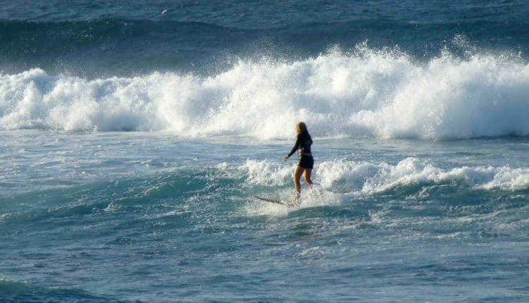 jenny surft wellenreiten maui superflavor