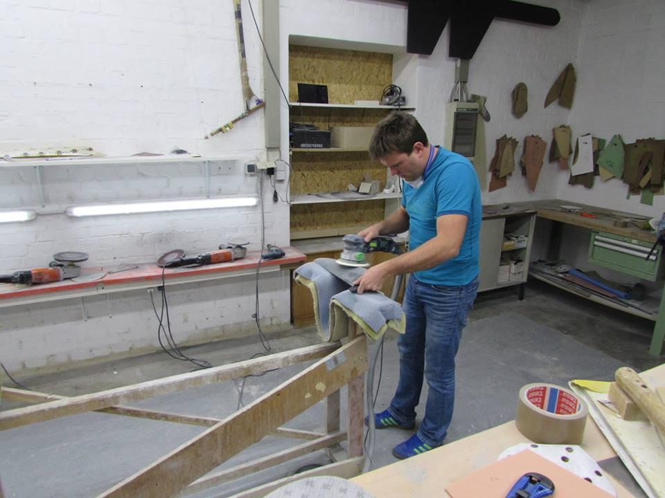 Lars Winheller beim Finnenbau