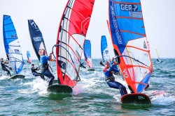 Surf and SUP Opening Fehmarn 2015 9636 250x167 - Vincent Langer siegt beim GWA Windsurf Cup auf Fehmarn!