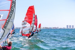 Surf and SUP Opening Fehmarn 2015 9662 250x167 - Vincent Langer siegt beim GWA Windsurf Cup auf Fehmarn!