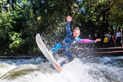 170118 FSME LN River Surfen 04@72dpi 400x267 - Immer auf der Welle reiten – Riversurfen als Leidenschaft