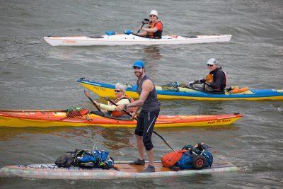 Foto Eelke Dekker 1 400x267 - Stand Up Paddler befährt den gesamten Rhein mit einem Board aus Plastikflaschen