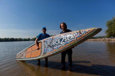 Foto Eelke Dekker 6 400x267 - Stand Up Paddler befährt den gesamten Rhein mit einem Board aus Plastikflaschen